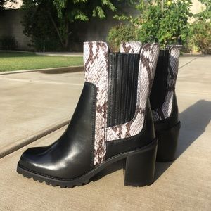 Aldo black snakeskin ankle boots leather 7